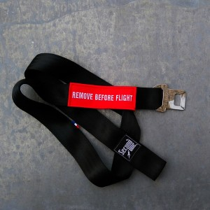 SANGLE REMOVE BEFORE FLIGHT